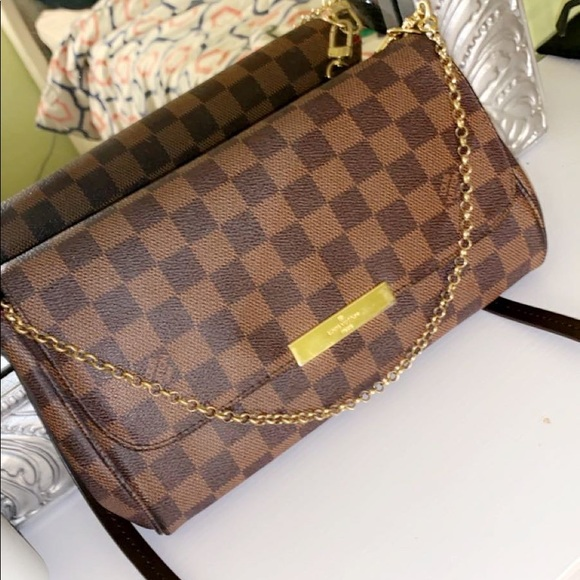 Handbags - Louis Vuitton purse